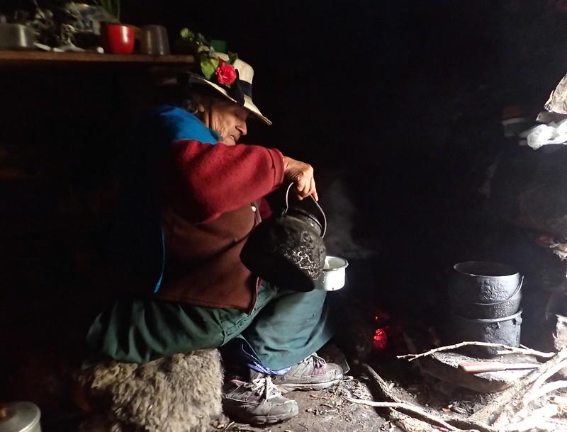 A punto de tomar un te en la laguna Jahuacocha.