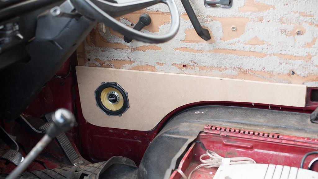 VW T25 Interior-3