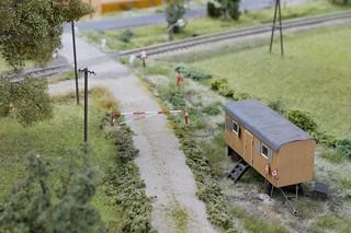 Bauwagen am Bahnübergang