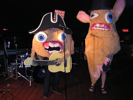 Jeff And Lisa Halloween Spongmonkeys Jeff Unger Sent In