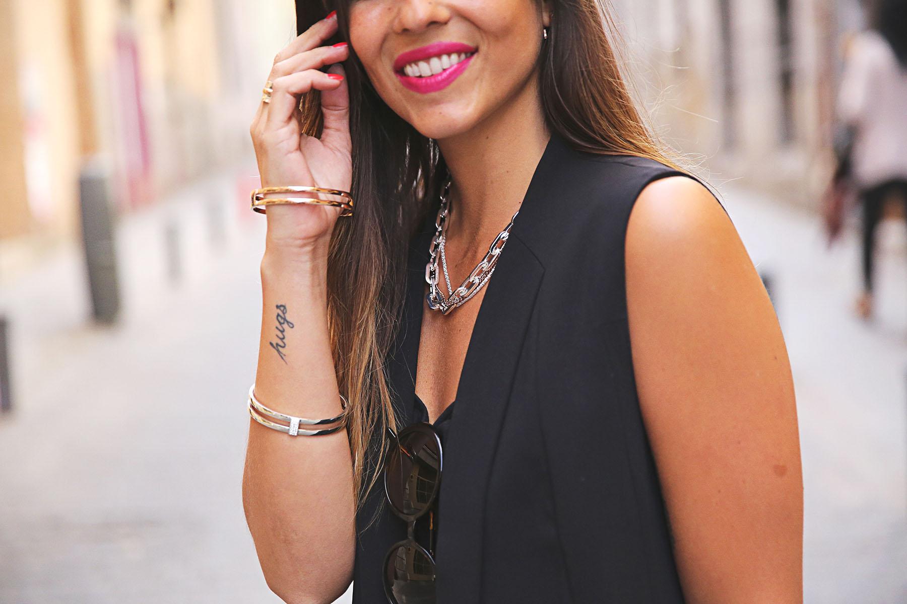 trendy-taste-look-outfit-street-style-ootd-blog-blogger-fashion-spain-moda-españa-leo-print-estiletos-mas34-leather-bag-denim-shorts-vaqueros-rotos-9