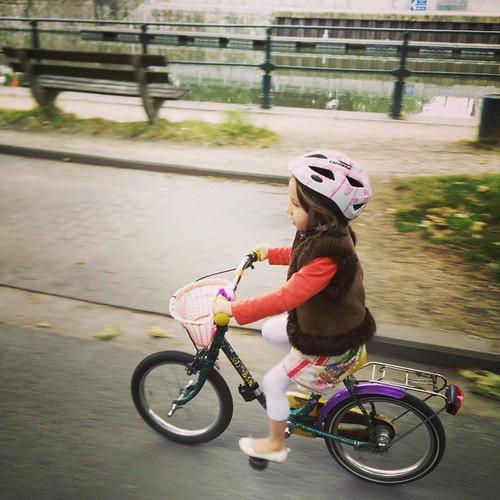 En zo fietste de ieniemienie ook helemaal alleen naar school. #sien90210 #bike #fiets #korteritten