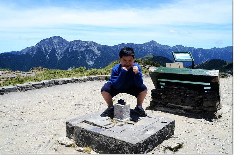 貝貝很臭屁的說:我第二次登頂(首登是九年前,時年3歲)