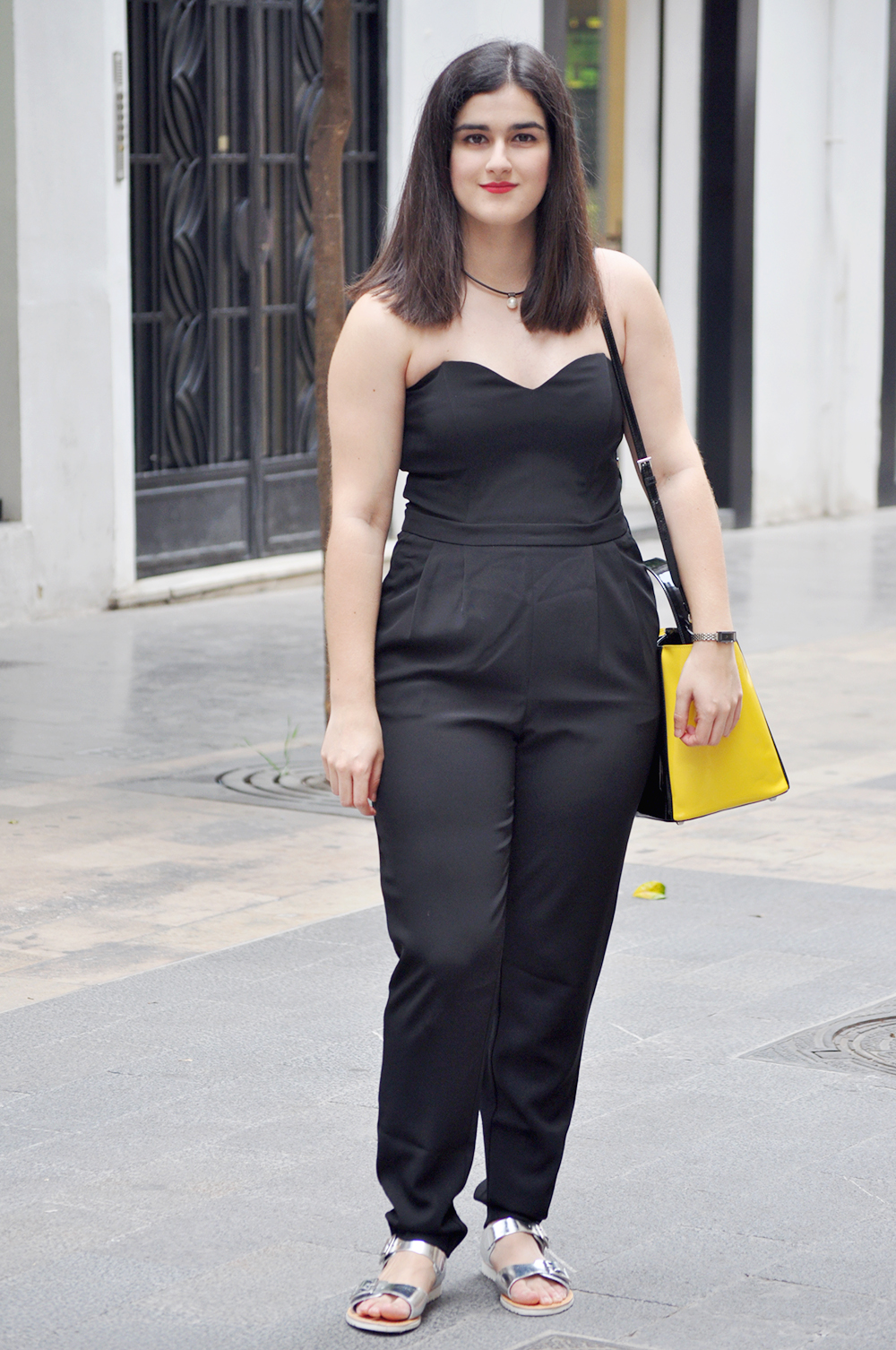 something fashion blogger, valenciablogger, ugly shoes how to style black jumpsuit, outfit inspiration total black prada, short hair brunette sweetheart spazzolo bag statement, valencia moda blogger