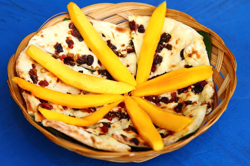 Kashmiri-Naan-with-Mango