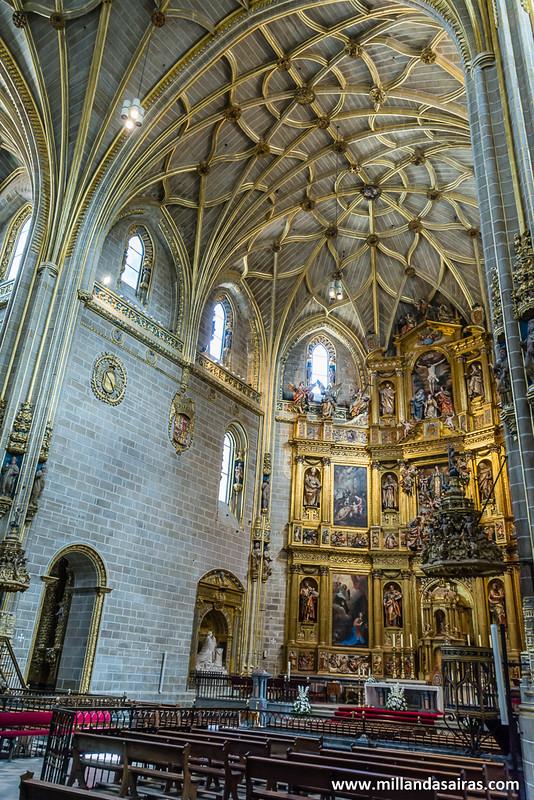 Retablo mayor de la catedral nueva. Un despliegue de tonos dorados por cada esquina!