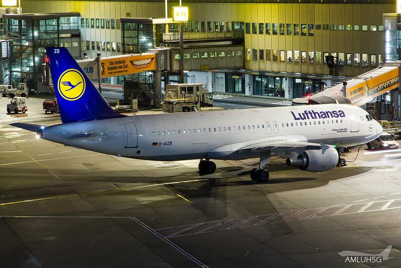 Lufthansa - A320 - D-AIZB (1)