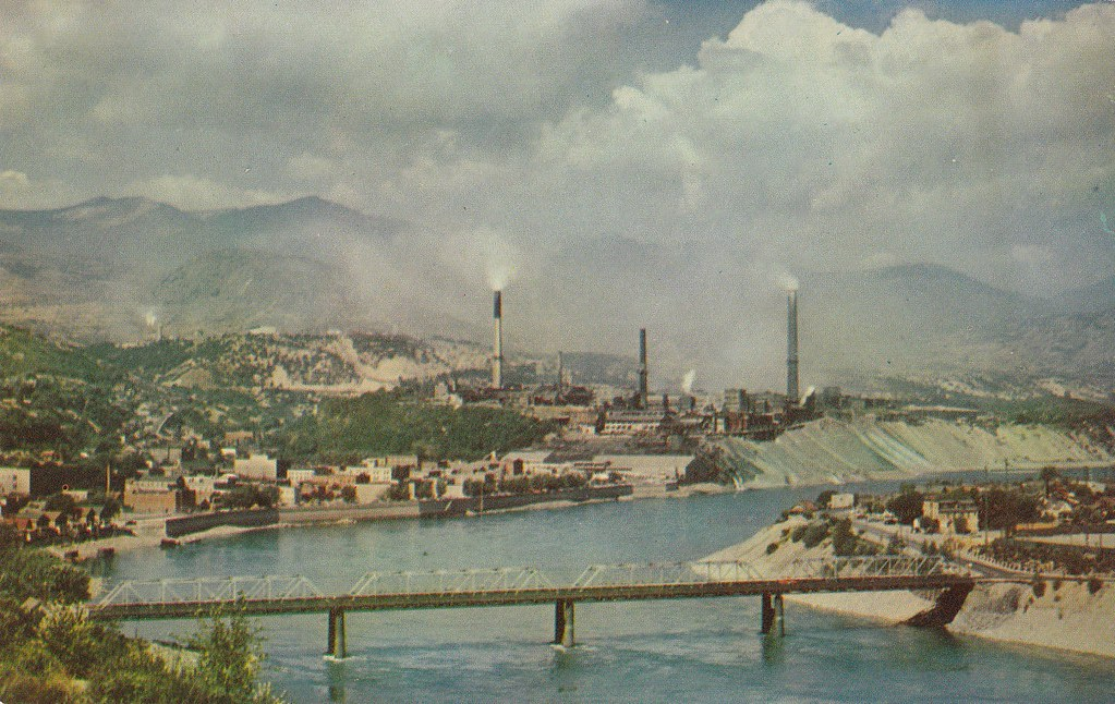 """Kelowna Bc Canada >> Postcard: Trail, BC, Late-1950s 
