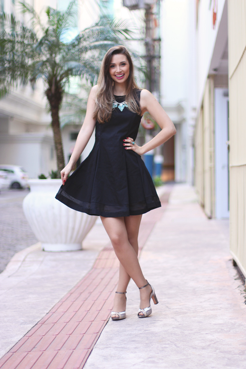 1-vestido preto com colar turquesa look do dia jana taffarel