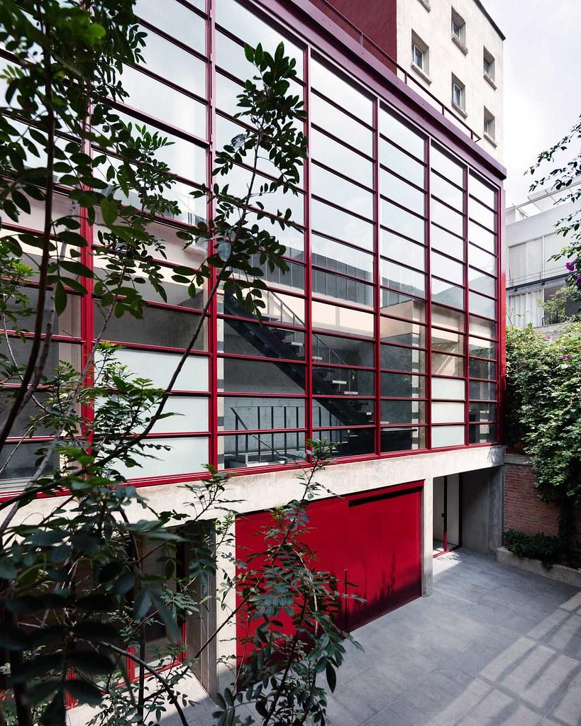 Villa renovation for Galería OMR by Mateo Riestra, José Arnaud-Bello and Max von Werz Sundeno_01