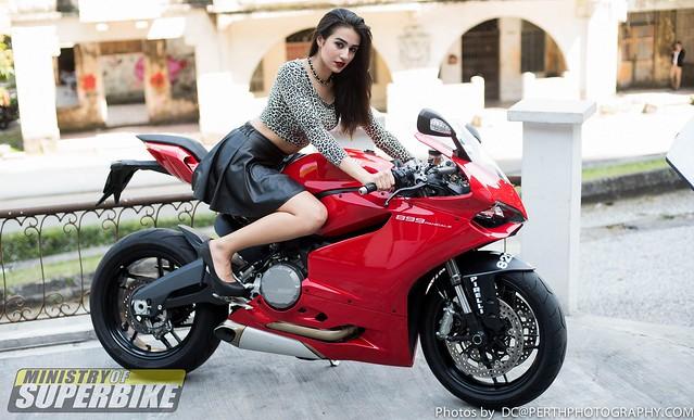 Gloria & Ducati Panigale 899