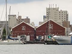 対岸からの赤レンガ倉庫群