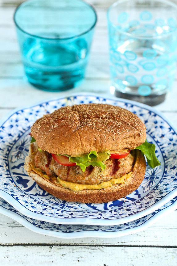GrilledTurkeyBurgerGrilled Turkey Burgers with Curry Hummus…254 calories and 7 Weight Watcher PP | cookincanuck.com #recipe #healthy