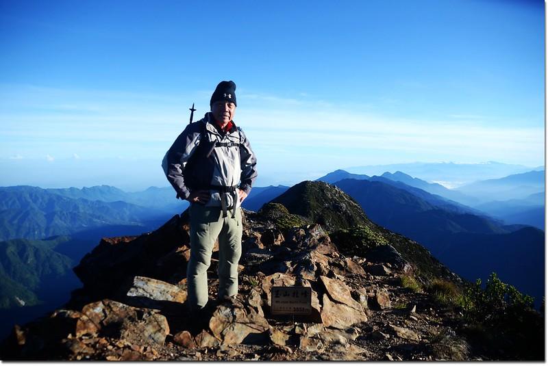 玉山北峰頂(Elev. 3858 m) 2