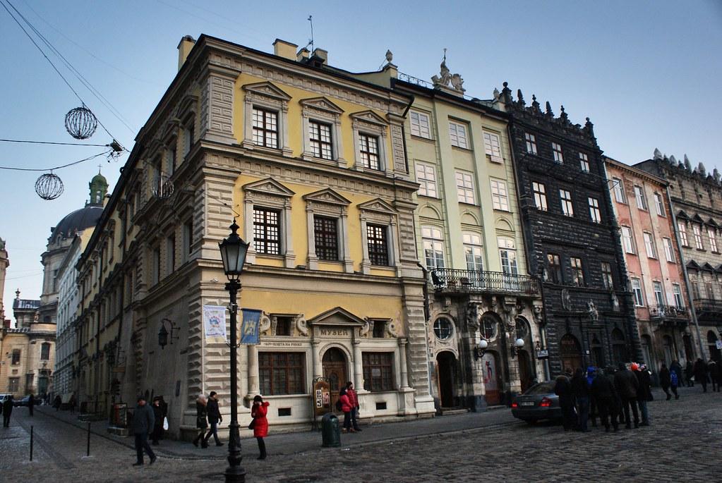 Sur la place du marché de Lviv : Le Rynok.