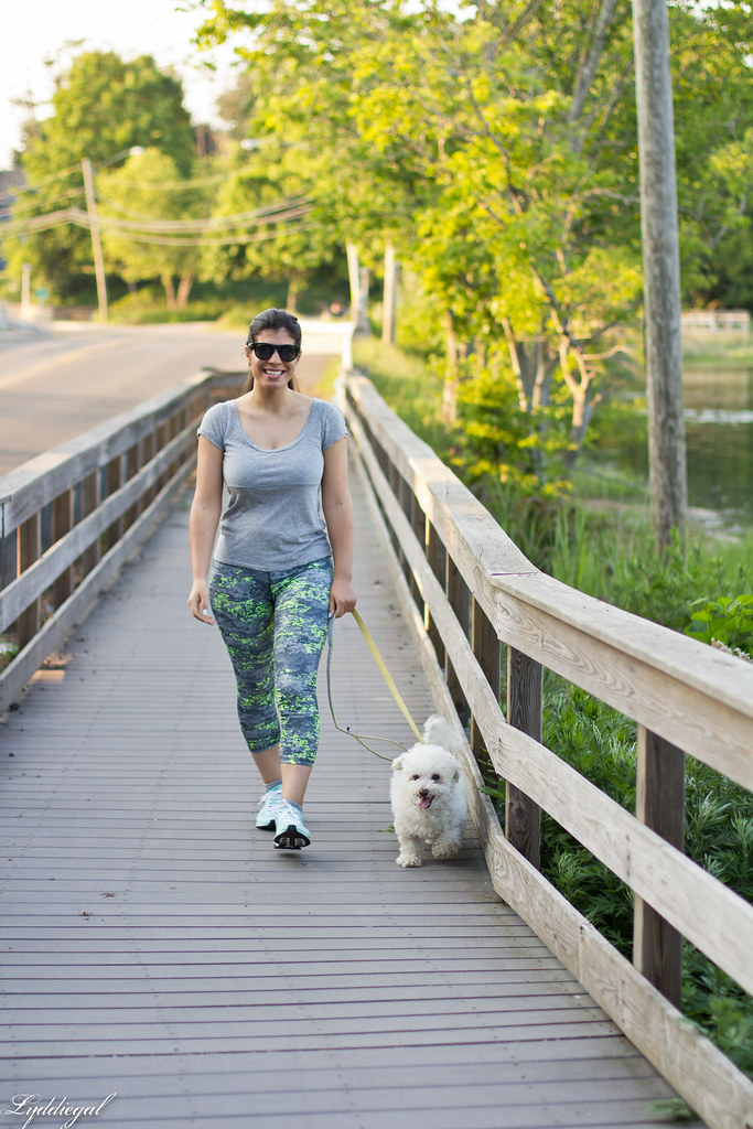 Workout outfit, RBX leggings, grey tee, dog-12.jpg