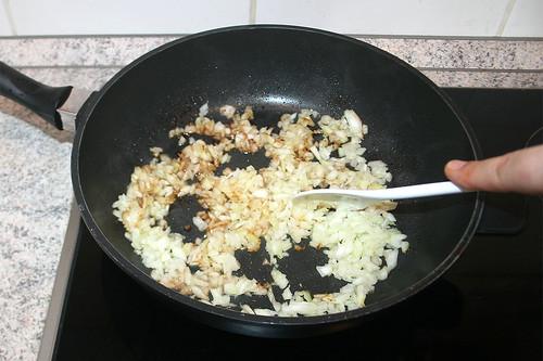 23 - Zwiebeln andünsten / Braise onions lightly