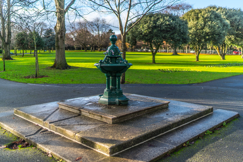 WATER FOUNTAIN IN HERBERT PARK