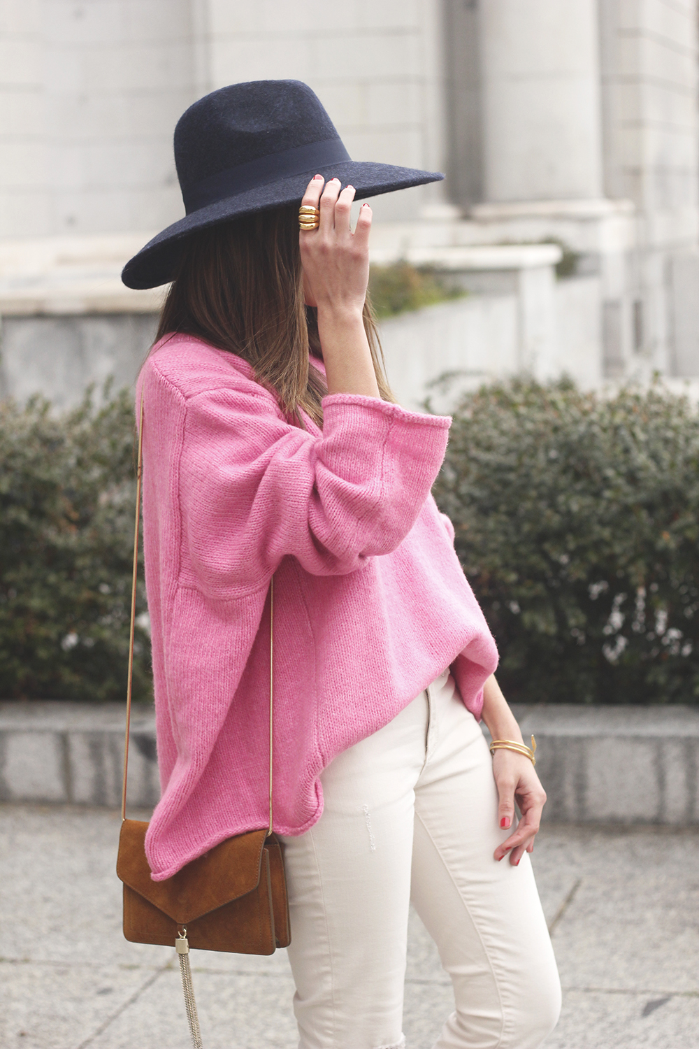 Pink Sweater white ripped jeans blue velvet heels hat uterqüe accessories style fashion outfit08
