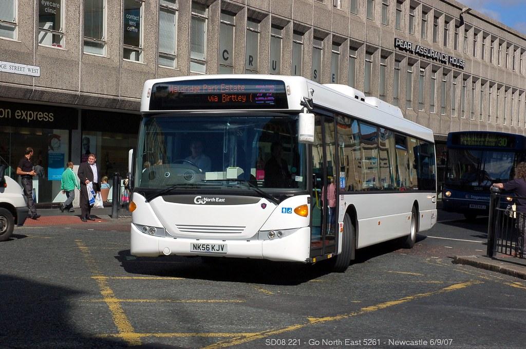 https://www.flickr.com/photos/mals_uk_buses/19044108478/