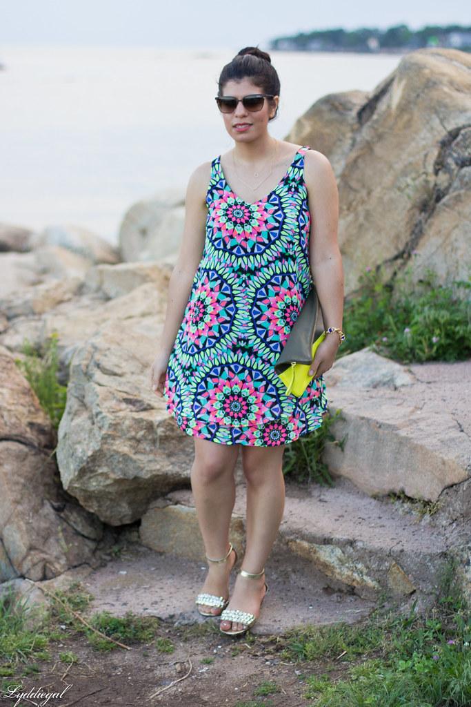 kalediscope print shift dress, color block clutch.jpg