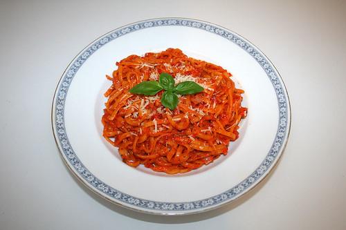 37 - Ajvar garlic noodles - Served / Ajvar-Knoblauch-Nudeln - Serviert