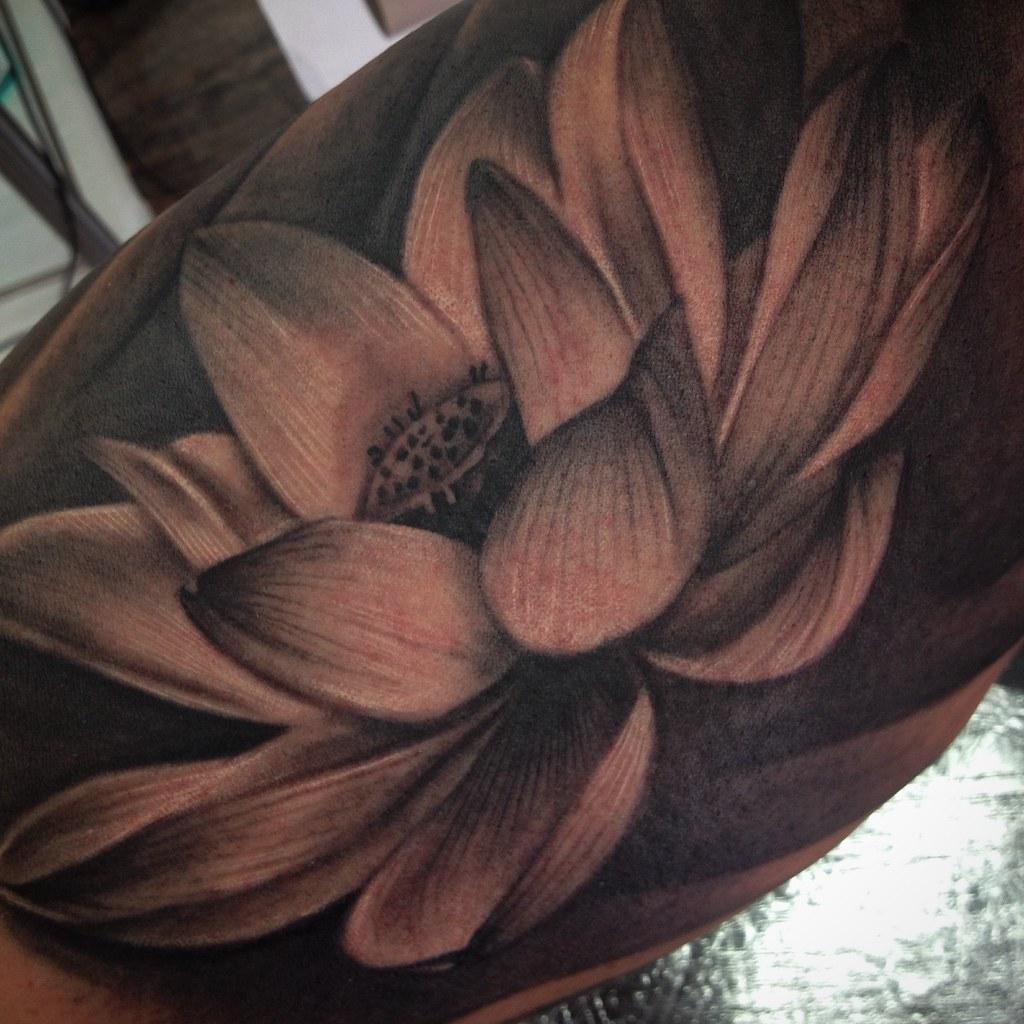 Lotus flower tattoo melina villaverde tattoo artist la flickr lotus flower tattoo by melinavillaverde lotus flower tattoo by melinavillaverde izmirmasajfo