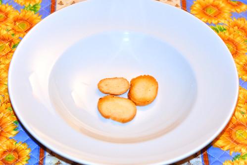 Fischsuppe (Soupe de poisson) --- Rouille, Brotcroûtons, Käse, Knoblauch ... Foto: Brigitte Stolle