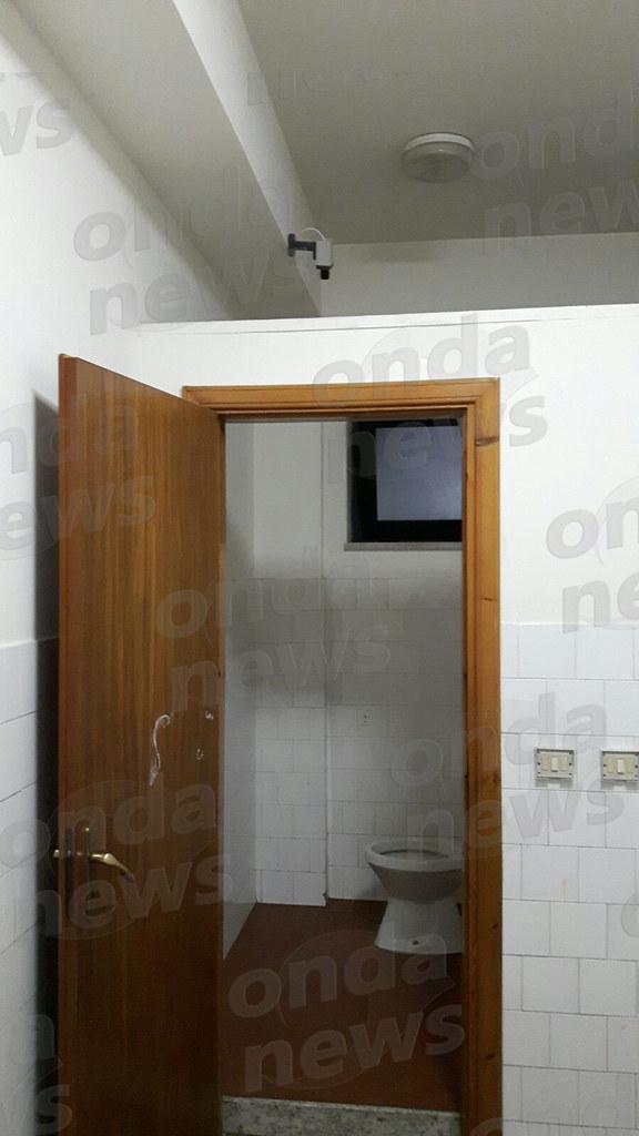 San pietro al tanagro rimossa la telecamera installata nel bagno delle scuole elementari - Telecamera in bagno ...