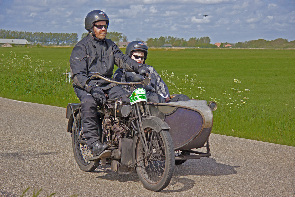 Bradbury 6HP Model-de-Luxe V-Type 1914 + sidecar (3347)
