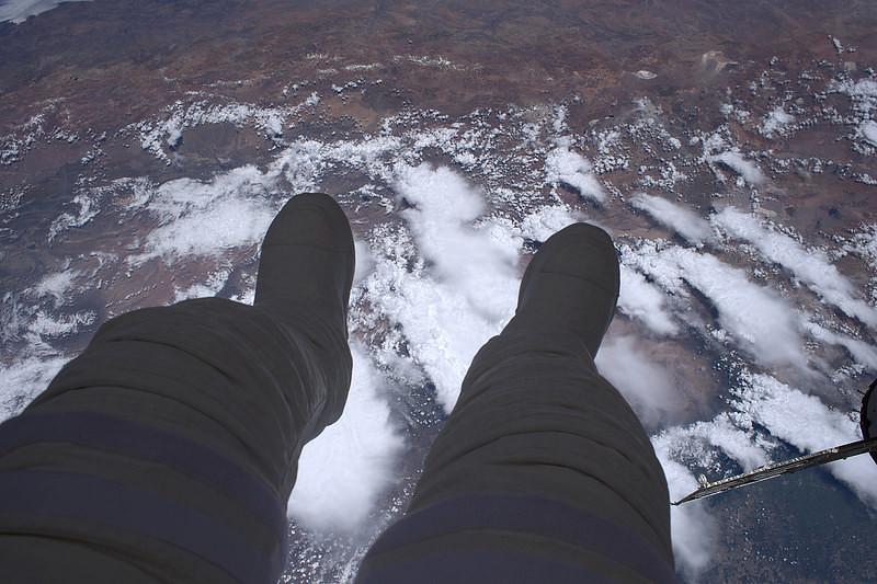 3 pieds loin du sol