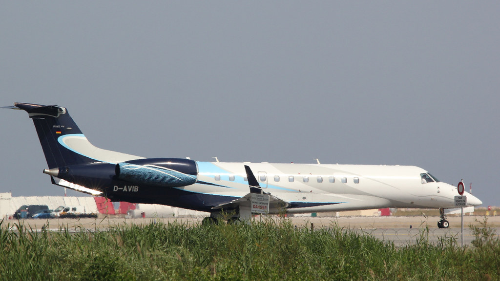 Aéroport Nice Côte d'Azur - LFMN/NCE Juillet 2015   19184291698_2ceb3a4818_b