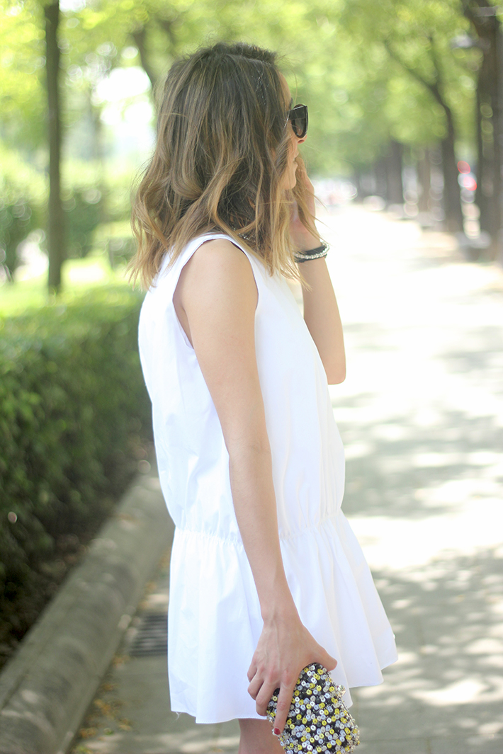 White dress black sandals16