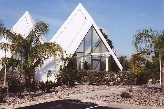 Pyramid House Fort Myers Has A Small Community With