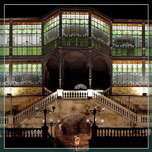 Salamanca de noche iii fachada de la casa lys see where - La casa lis de salamanca ...