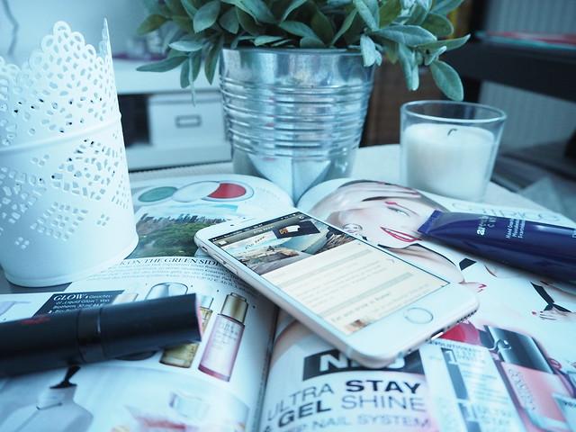 alaannblog3,alaannnblog1, blogi, bloggaus, bloggaaminen, follow, seurata, seuraaminen, blogging, blogger, iphone, phone, netti, puhelin, bloglovin, facebook, lehti, seurata blogia, blogilista lopettaa, blogipolku aloittaa, blogipolku,