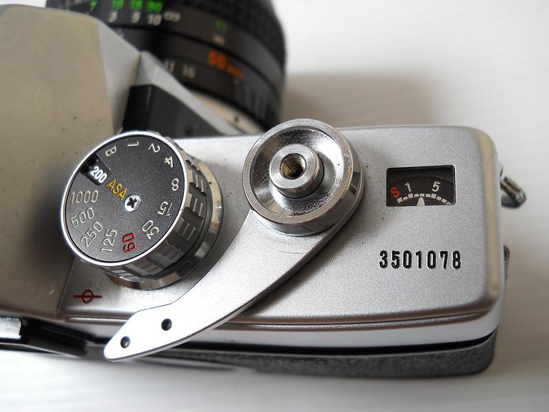 Minolta SRT101 Shutter button
