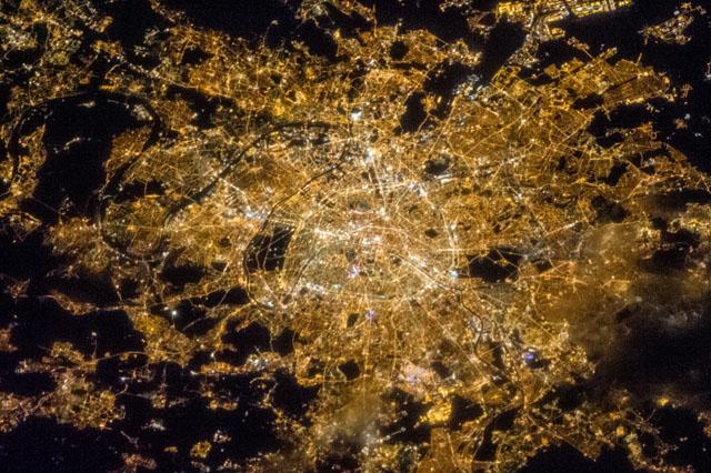 Valosaaste Pariisi / Nasa