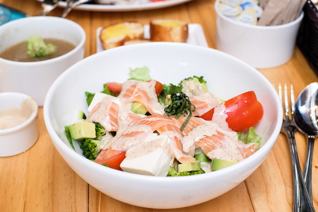 japan-rail-cafe-beauty-salad