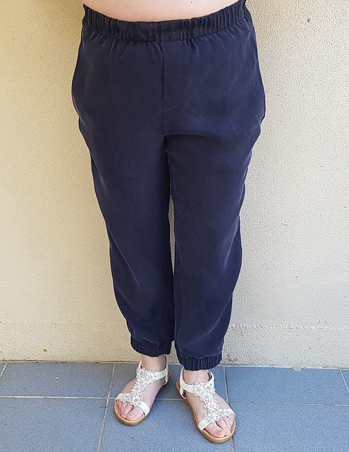 Vogue 8909 pants in navy tencel from Clear It