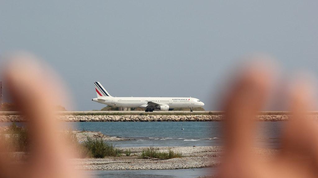 Aéroport Nice Côte d'Azur - LFMN/NCE Juillet 2015   19345775626_7fc0eec4e7_b
