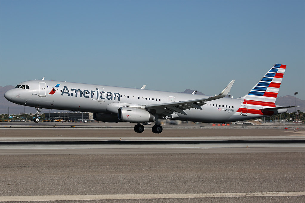 N993AN A321 American LAS 20161119