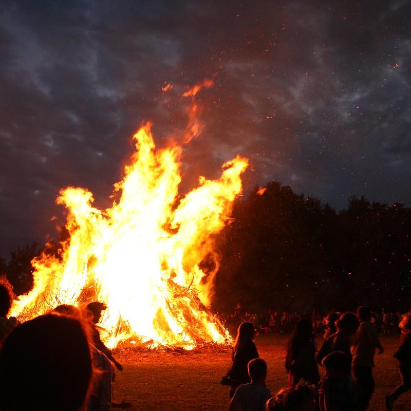 Dance around the fire VII