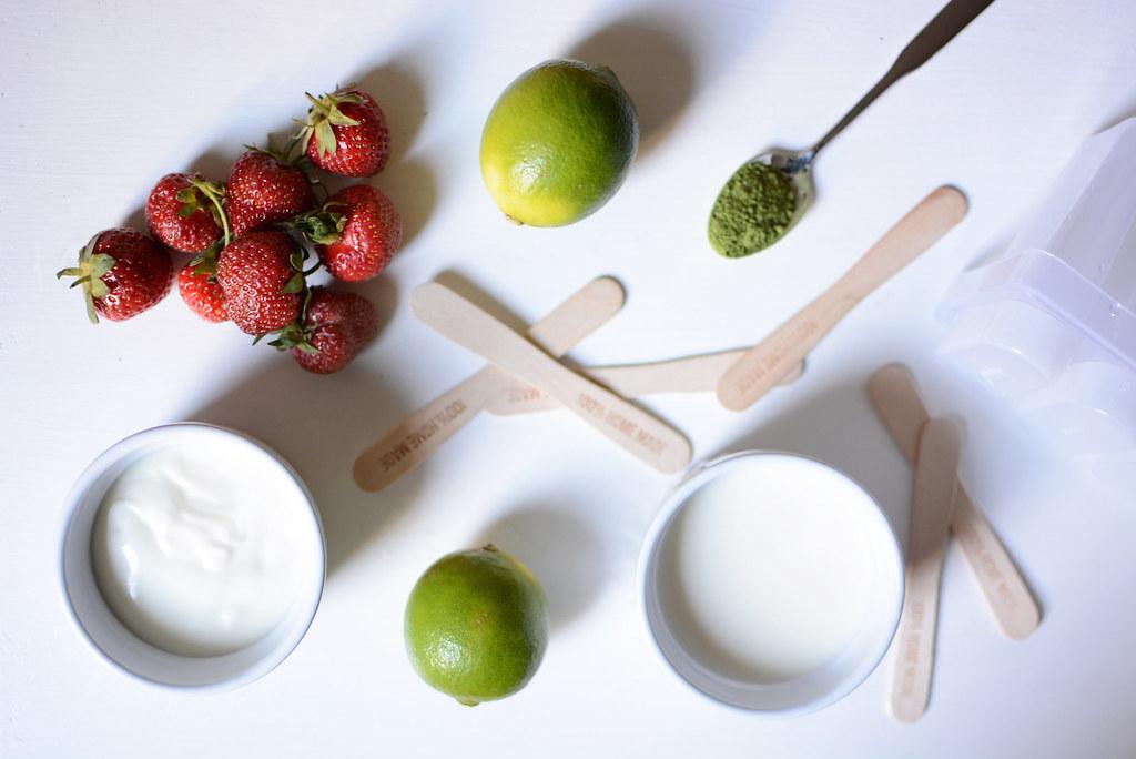 Erdbeer-Matcha-Eis-Zutaten