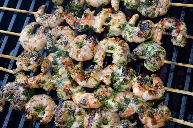 Herby Lemon & Garlic Barbecue Prawn Skewers | www.rachelphipps.com @rachelphipps