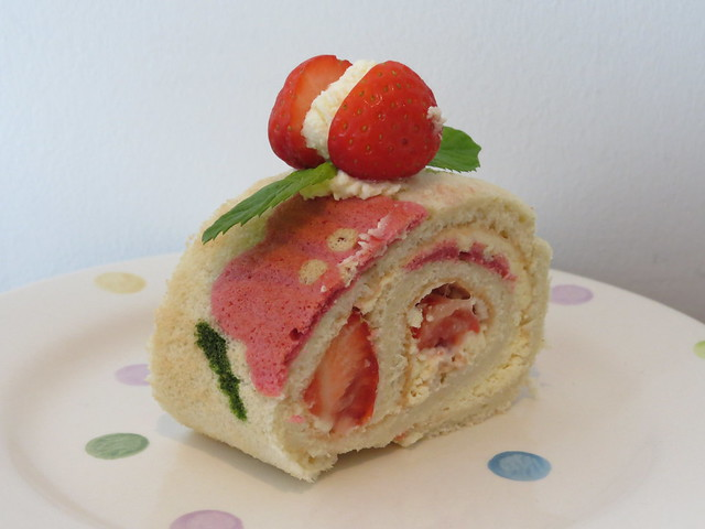 Cooking: Strawberries & Cream Deco Roll Birthday Cake