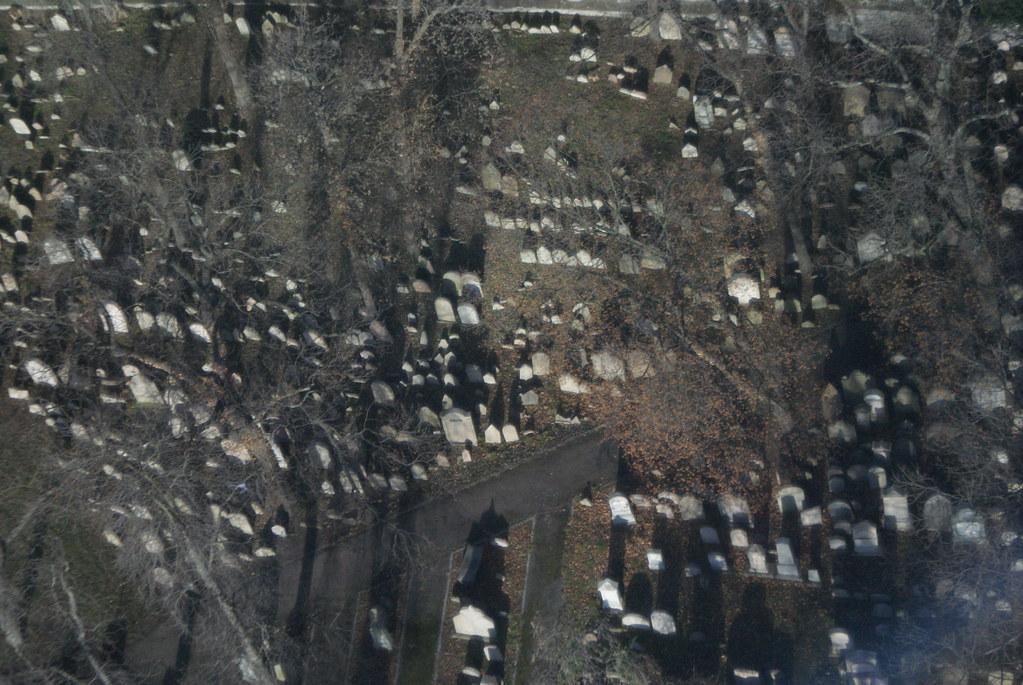 Vue sur le cimetière juif depuis la tour.