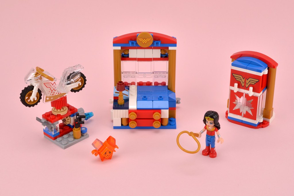 Review: 41235 Wonder Woman Dorm | Brickset: LEGO set guide ...
