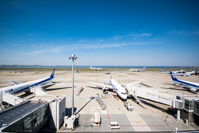 羽田空港第2ターミナルから広角レンズで撮影した写真