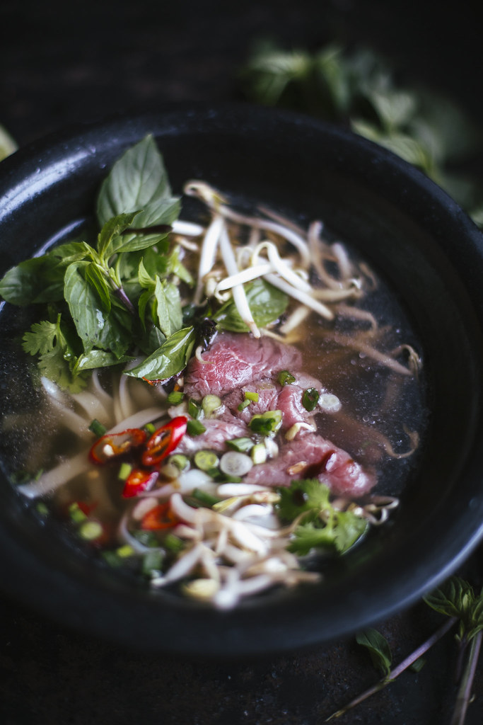 The Curly Head Blog: Recipe for Pho Bo, a traditional vietnamese soup, food-photography and styling by Amelie Niederbuchner.